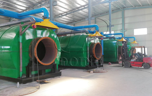 4 sets 12T/D waste plastic to oil machines being installed in Fujian, China