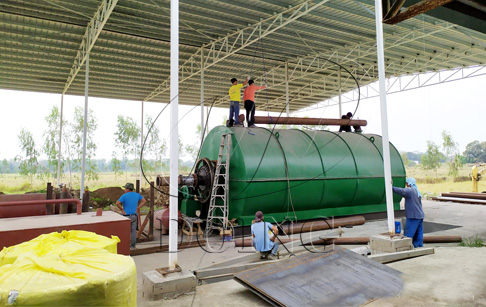 One set 12T/D convert plastic to oil machine successfully installed in the Philippines